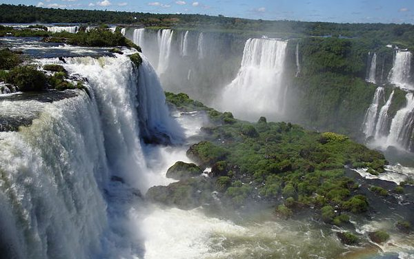 Les chutes d'Iguazu à la lueur de la lune