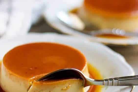 Découvrez la recette du fameux flan au caramel!