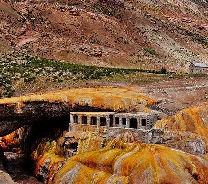 """À FAIRE depuis Mendoza : découvrez le """"Puente del Inca"""""""